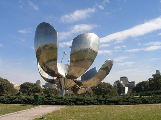 A new landmark in Buenos Aires, The solar flower or steel flower automatically opens and closes with the level of light. Created by Eduardo Catalona